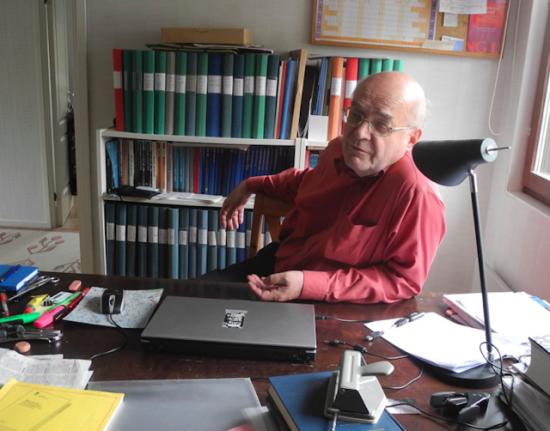 Anders Persson i skrivar- och forskarlyan i Storvreta