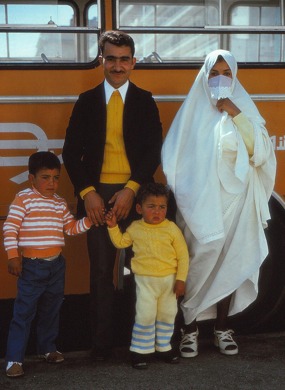 3-Familj vid buss