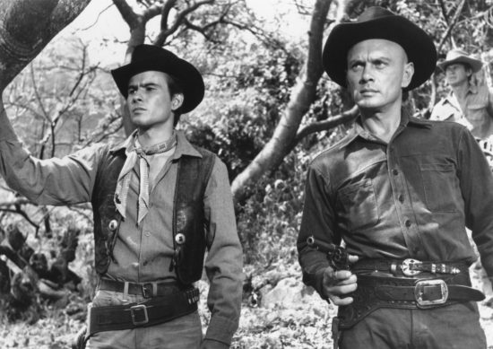yul-brynner-and-horst-buchholz-in-7-vagade-livet-(1960)