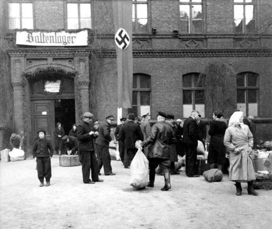 bundesarchiv_bild_137-051843_posen_umsiedlung_baltenlager