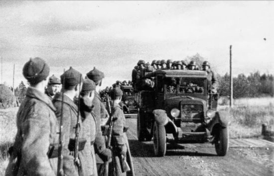 est-1939-punaarmee-veereb-sisse1