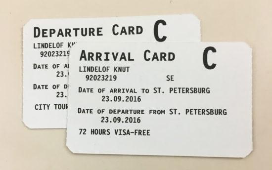 Kryssningsturister får vistas i St Petersburg utan visum. Istället för visum får man ankomst- och avgångskort med streckkod. Tjänstemän övervakar allt.