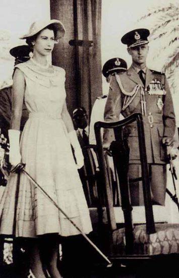 queen_elizabeth_in_aden_1954