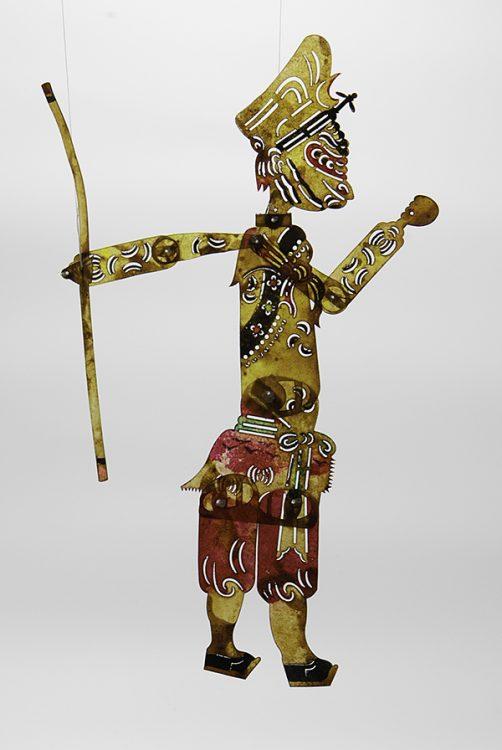 """Sun Wokong (Kung Markatta) Folkhjälte. Skuggteaterfigur i åsneskinn<br>Från Shaanxiprovinsen. Jag fann hela ensemblen på marknad i Jingdezhen.<br>Ur berättelsen """"Resa till väster""""."""
