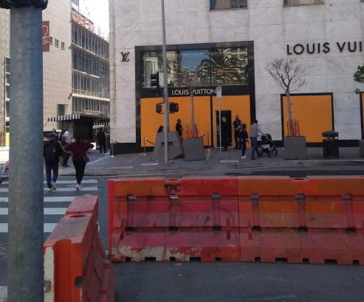 Louis Vuitton är barrikaderat...